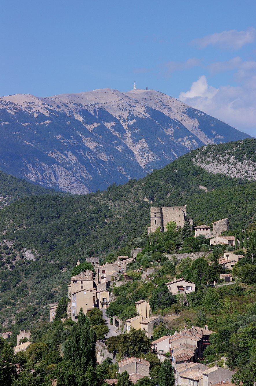 Les plus beaux villages de France  - Page 5 Montbr12