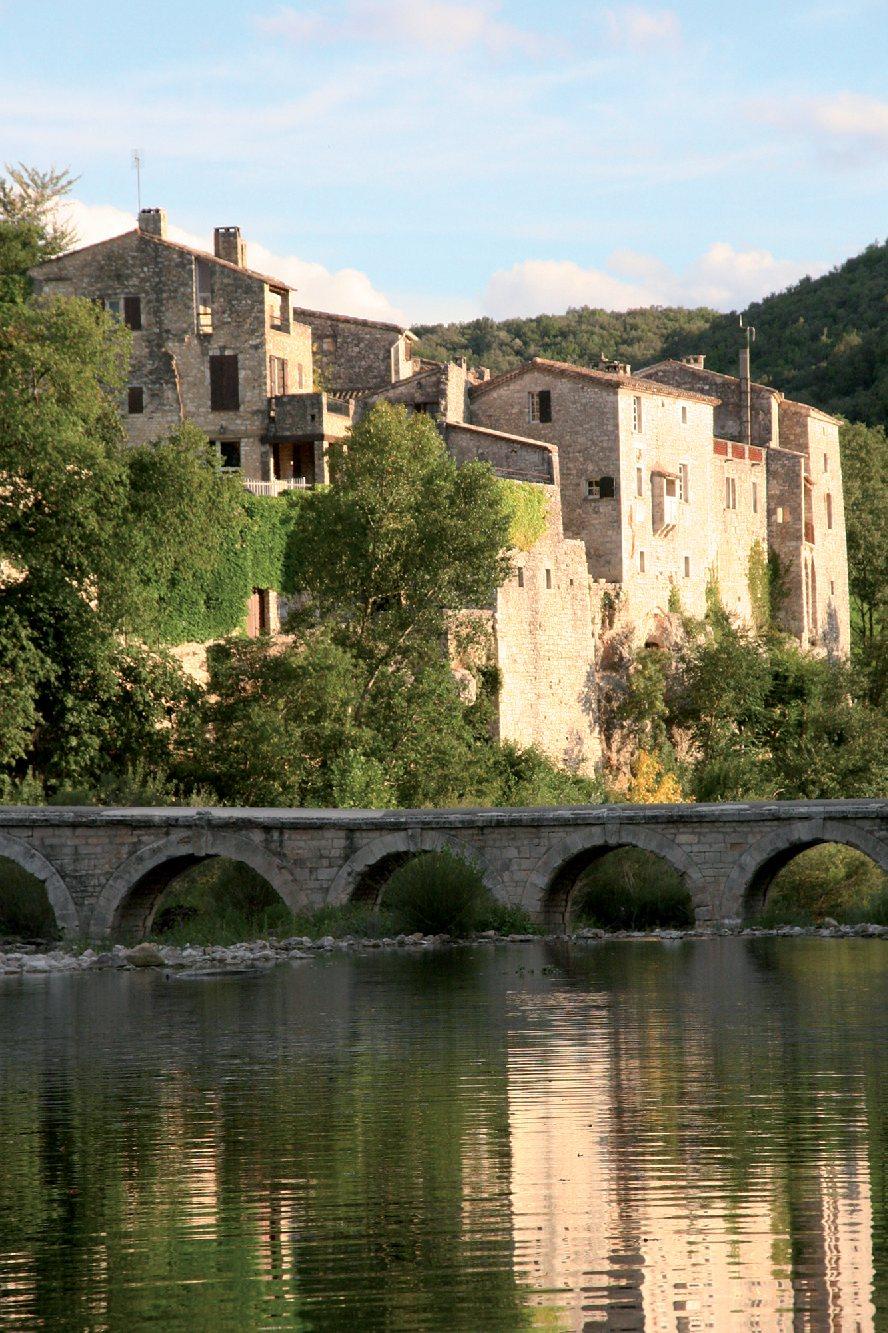 Les plus beaux villages de France  - Page 5 Montcl10
