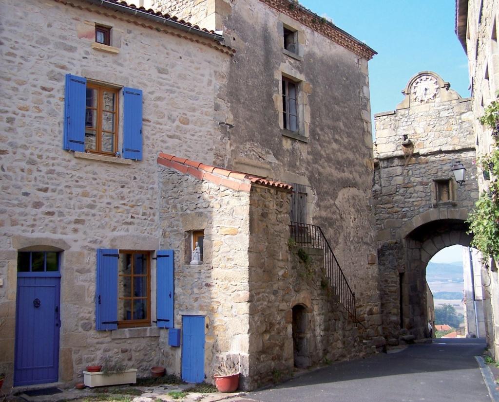 Les plus beaux villages de France  - Page 5 Montpe10