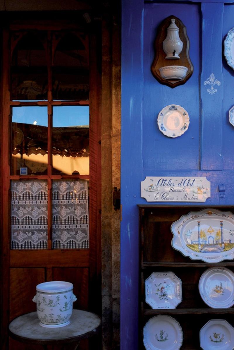 Les plus beaux villages de France  - Page 5 Mousti10