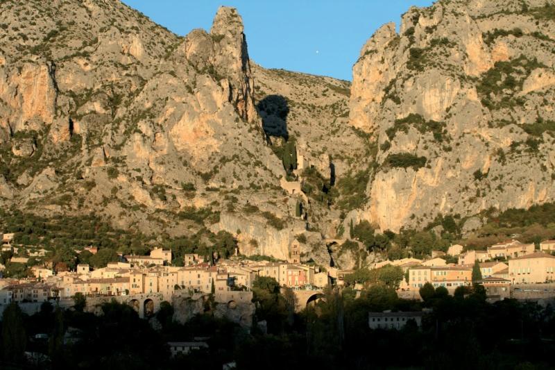 Les plus beaux villages de France  - Page 5 Mousti15