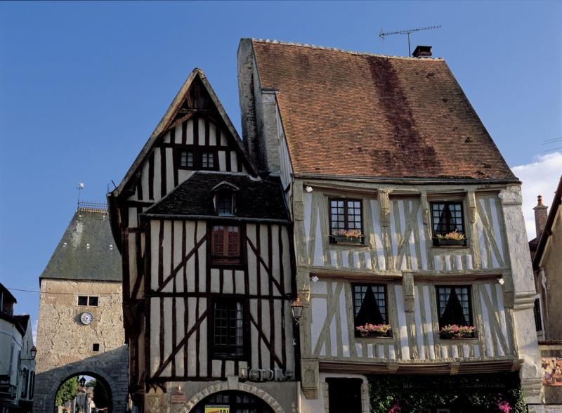 Les plus beaux villages de France  - Page 5 Noyers10