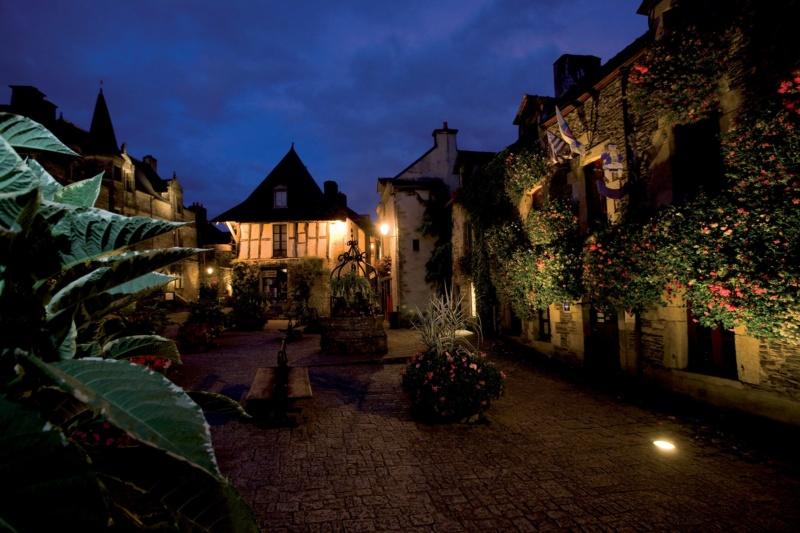 Les plus beaux villages de France  - Page 6 Rochef11