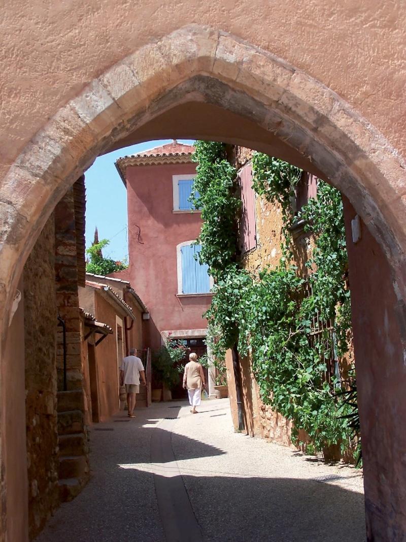 Les plus beaux villages de France  - Page 6 Roussi13