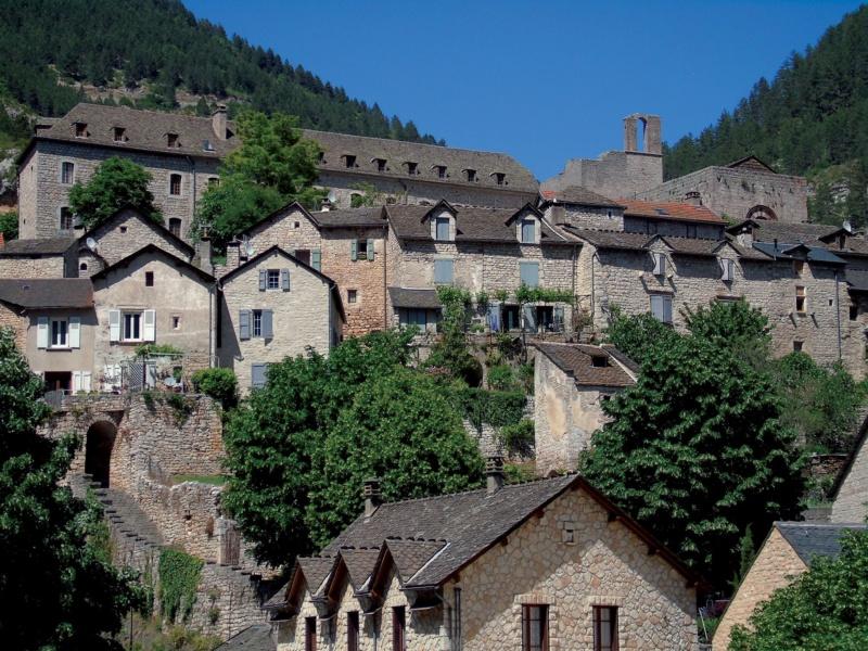 Les plus beaux villages de France  - Page 6 Sainte18