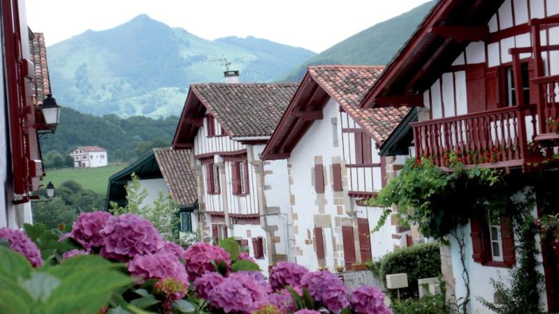Les plus beaux villages de France  - Page 7 Sare-m10
