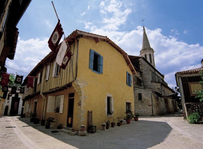 Les plus beaux villages de France  - Page 7 Sarran10
