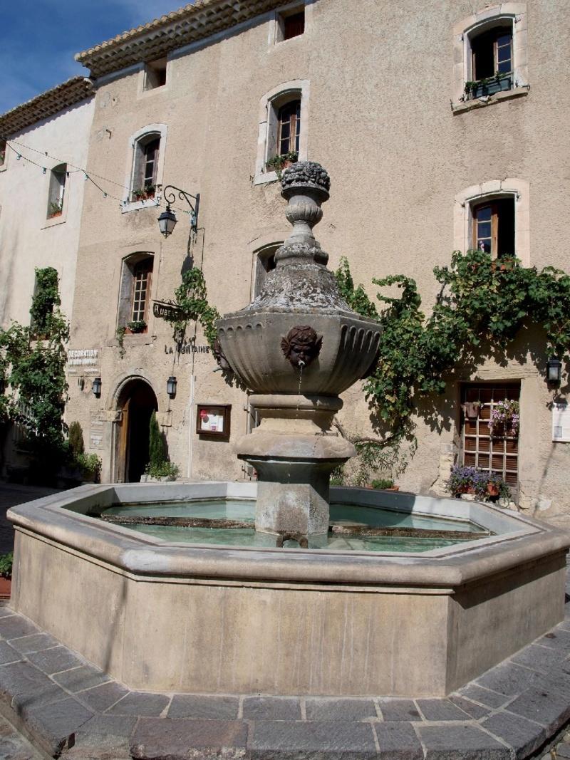 Les plus beaux villages de France  - Page 7 Venasq13