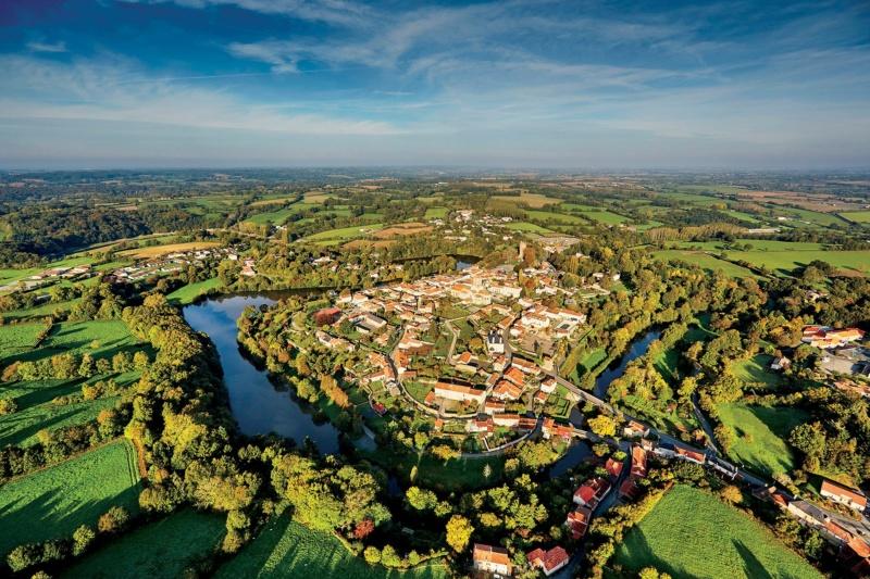 Les plus beaux villages de France  - Page 7 Vouvan10