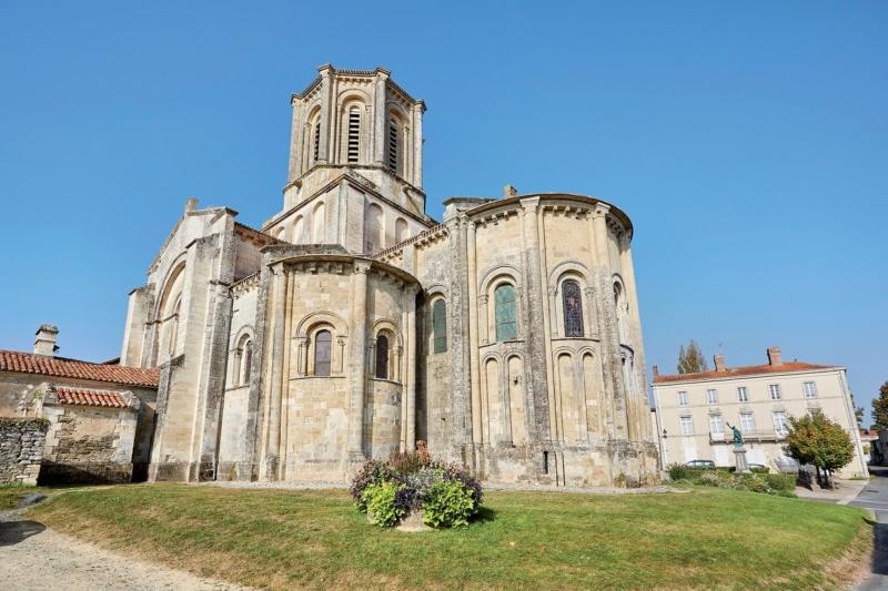 Les plus beaux villages de France  - Page 7 Vouvan15