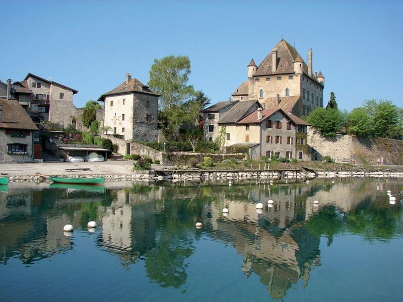Les plus beaux villages de France  - Page 7 Yvoire10