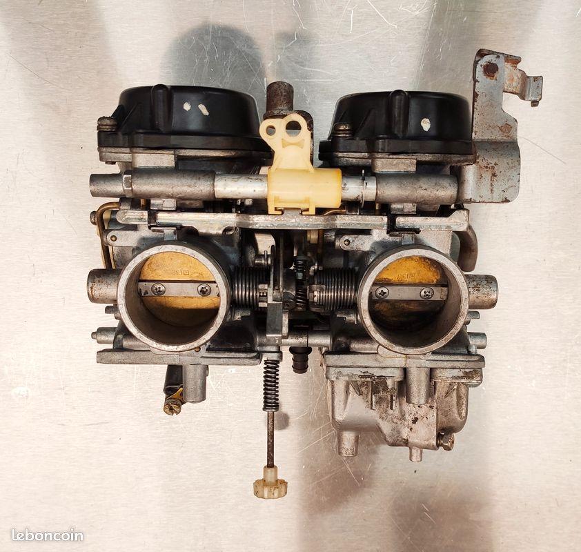 [VENDUE] Rampe de carburateurs XTZ 750 Super Ténéré 89-97 A6c48b10