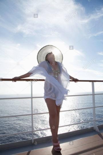 ... sulla passerella d'ingresso della nave in possesso … Nav-cr10