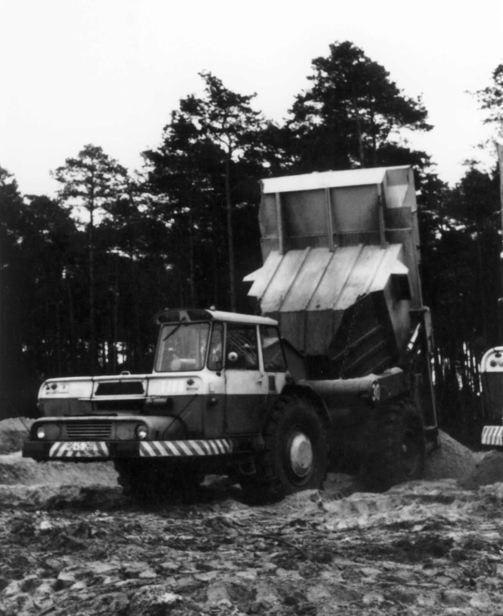 Stavostroj Einachsschlepper T180/D10 Kübelkipper und T180/S10 Scraper - Seite 2 Bild0010