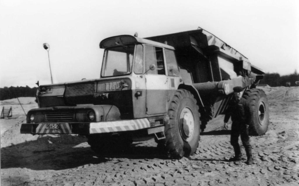 Stavostroj Einachsschlepper T180/D10 Kübelkipper und T180/S10 Scraper - Seite 2 Bild0012