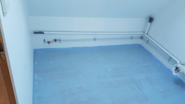Pose d'un parquet massif en robinier...dans une salle de bain sur plancher bois. 20210210