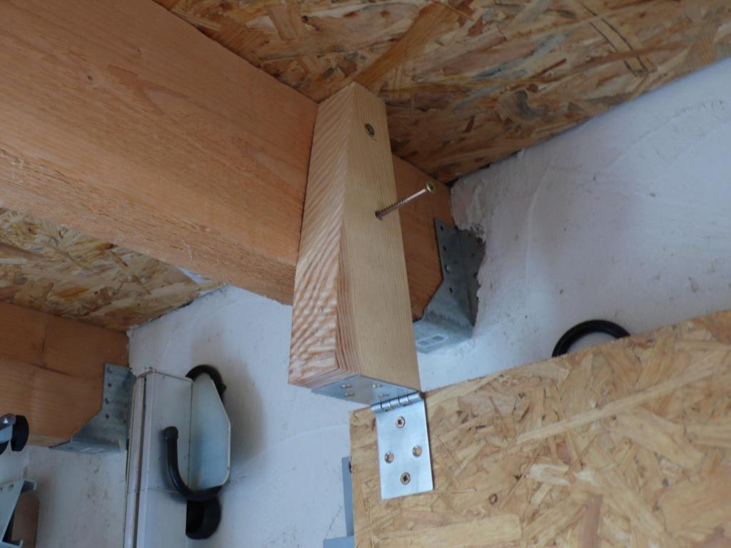 Rangement matériel au plafond L1050635
