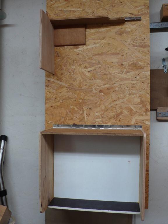 Rangement matériel au plafond L1050710