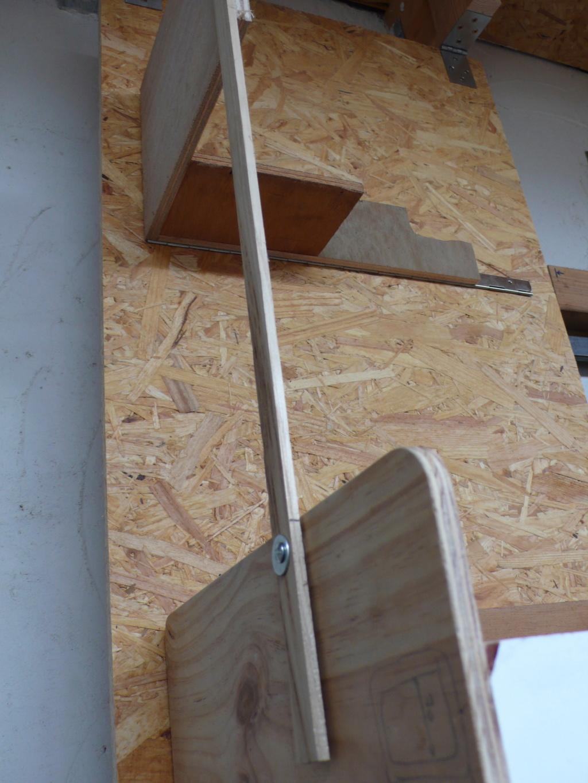 Rangement matériel au plafond L1050711