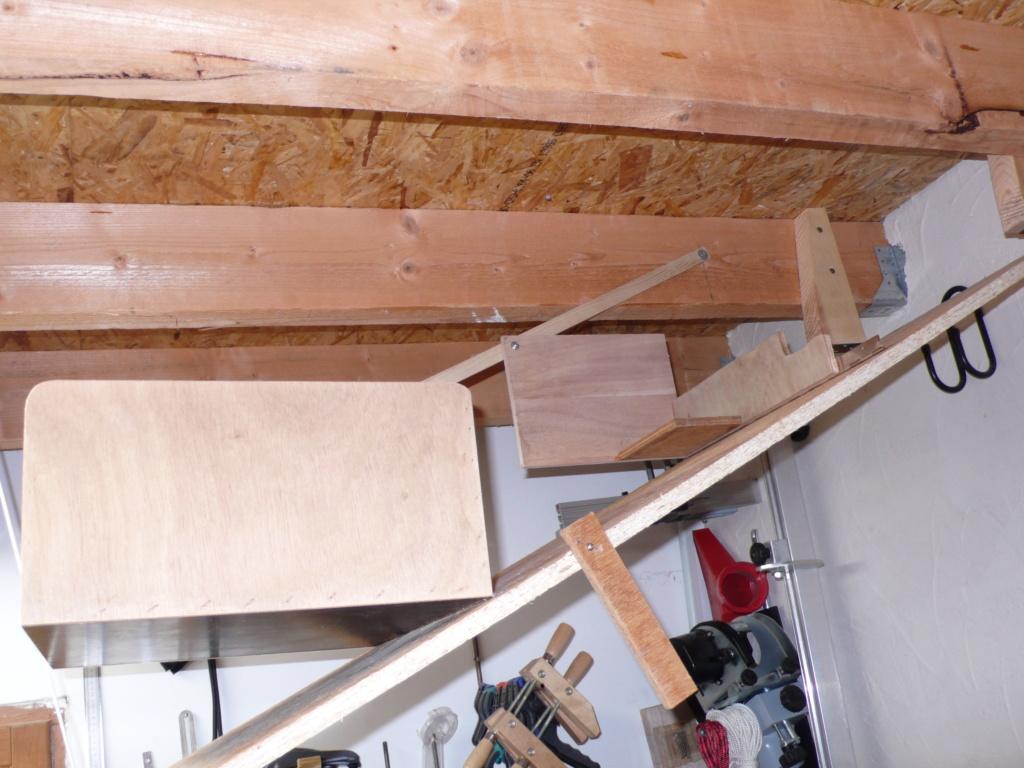 Rangement matériel au plafond L1050716