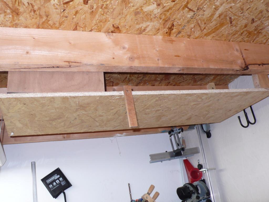 Rangement matériel au plafond L1050717