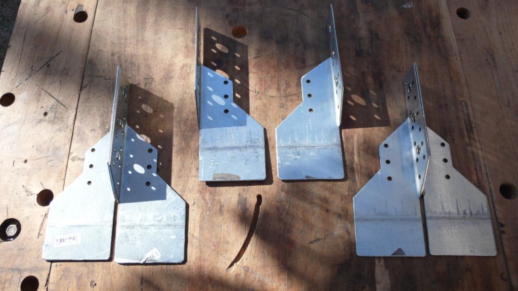 Rangement matériel au plafond L1050737