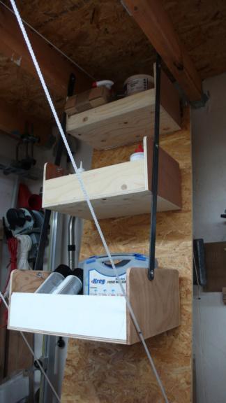 Rangement matériel au plafond L1050738