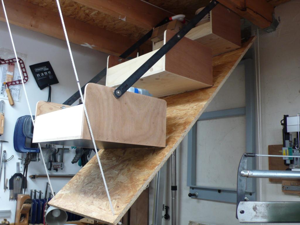 Rangement matériel au plafond L1050739