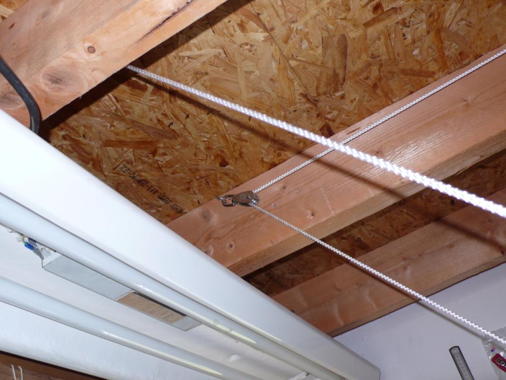 Rangement matériel au plafond L1050741