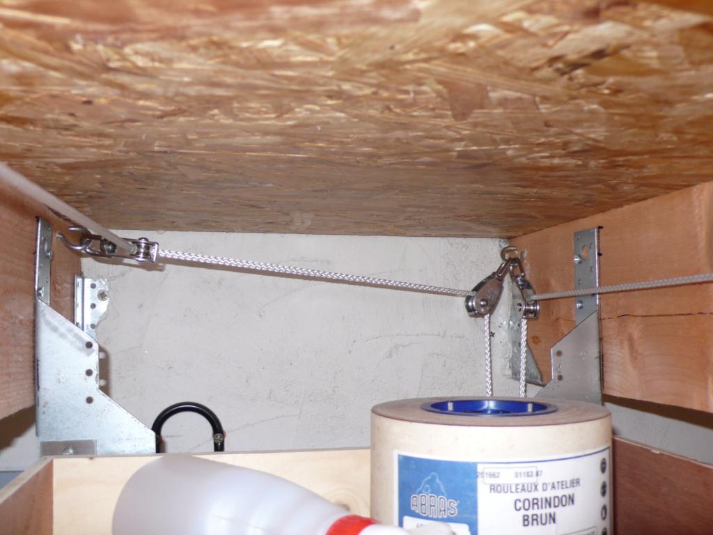 Rangement matériel au plafond L1050742