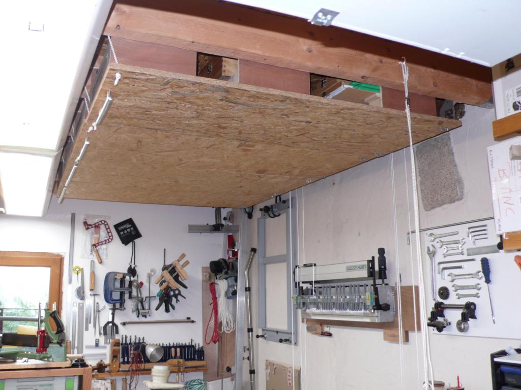 Rangement matériel au plafond L1050744