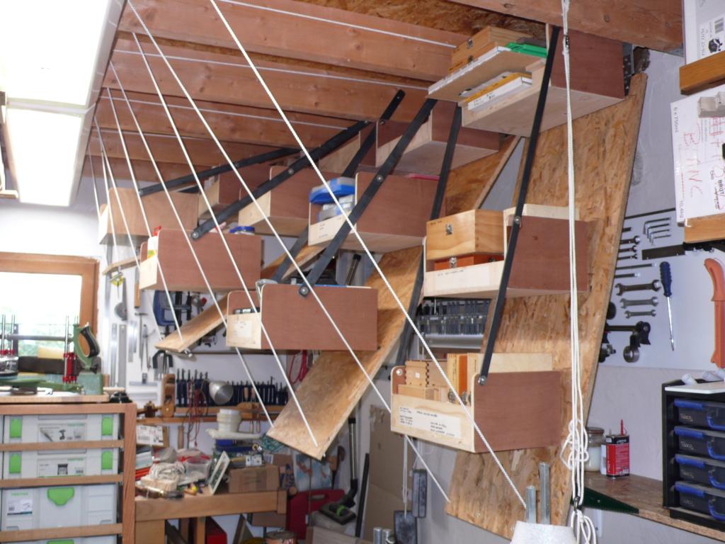 Rangement matériel au plafond L1050745
