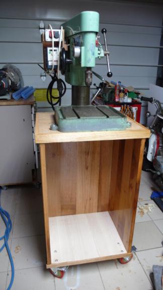 Un petit meuble pour ma Précis, car elle le vaut bien... L1050812