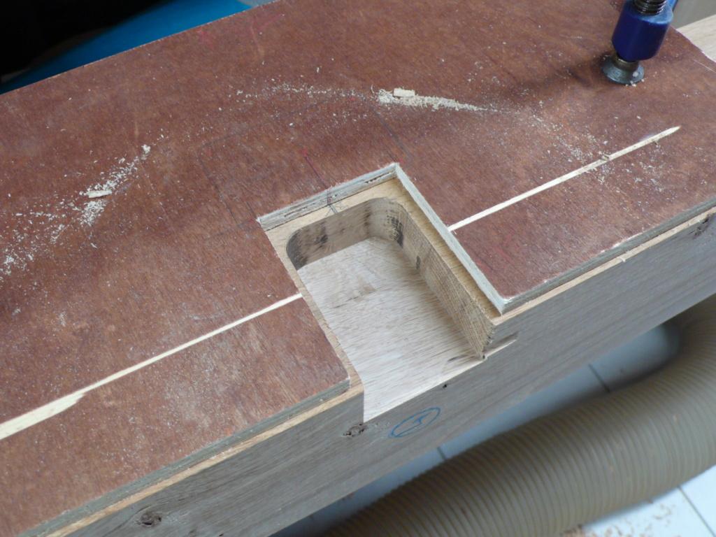 Une passerelle en prolongement d'une mezzanine pour une bibliothèque. L1050816