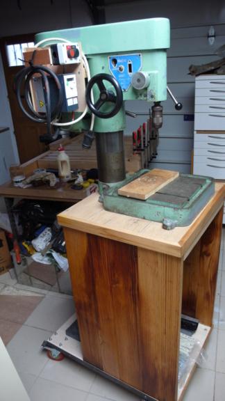 Un petit meuble pour ma Précis, car elle le vaut bien... L1050825