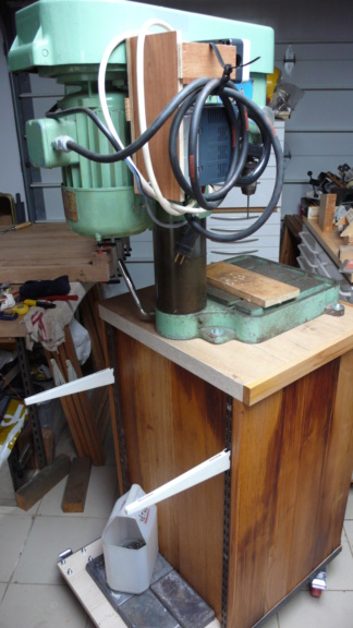 Un petit meuble pour ma Précis, car elle le vaut bien... L1050826
