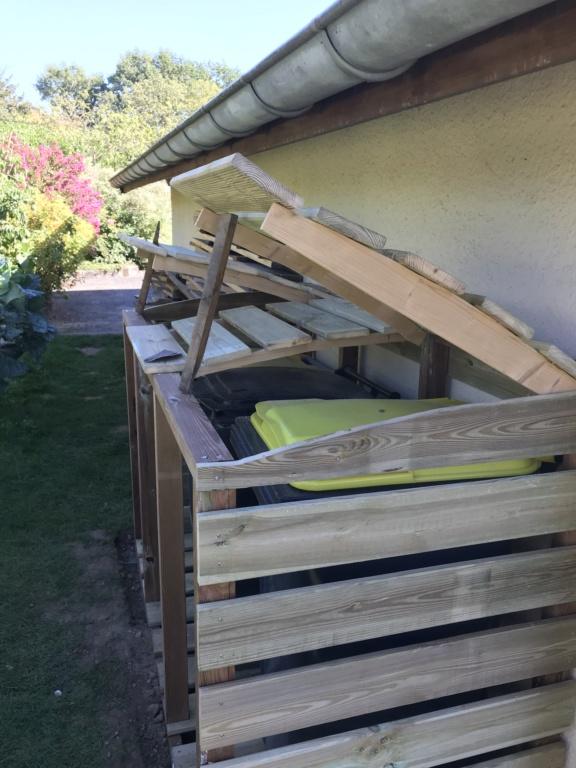 Construction d'un abri à poubelles Img_1430