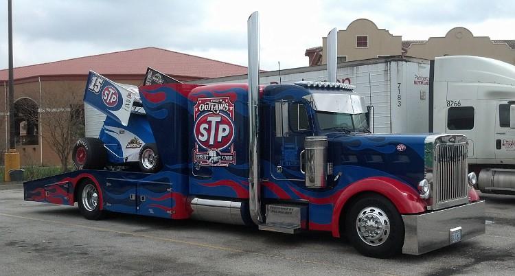 Pour les amateurs de Racing car haulers  20130210
