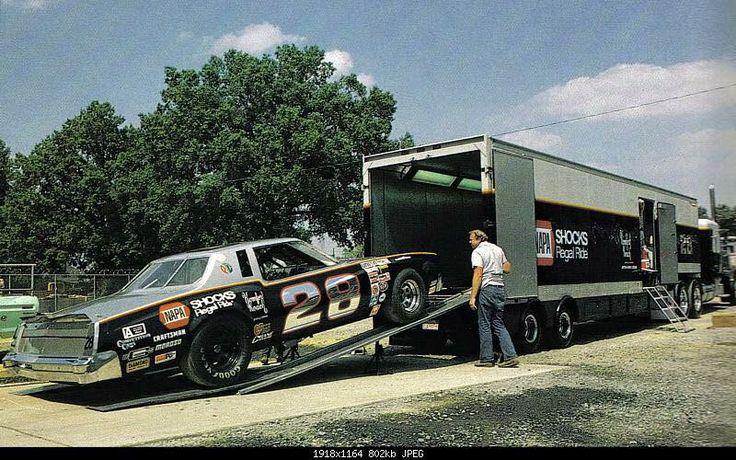 Pour les amateurs de Racing car haulers  404a9410