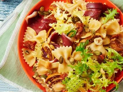 Salade de farfalles au magret de canard, fruits secs et miel Salade10