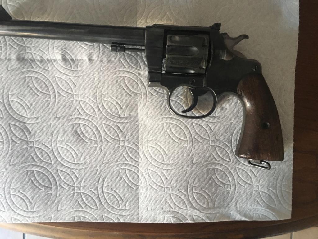 Colt 45 Revolver 5a069710
