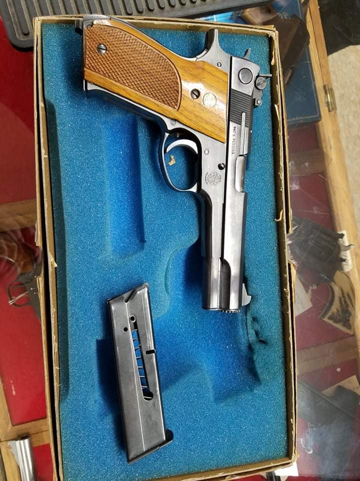 NFI —- Smith & Wesson 52-2 for sale at a gun shop — NFI C042bf10