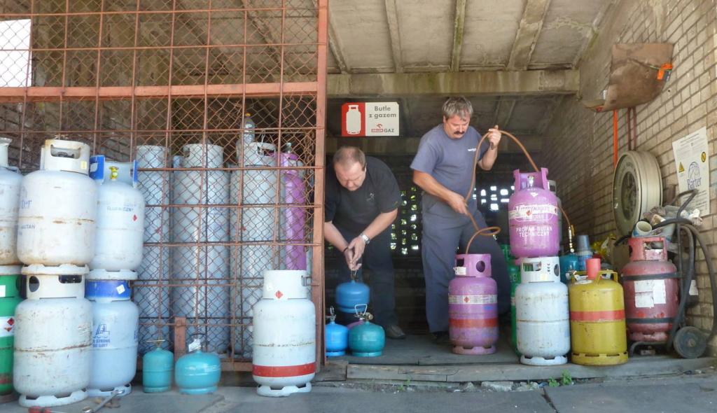 Polish refillable gas bottles P1010310