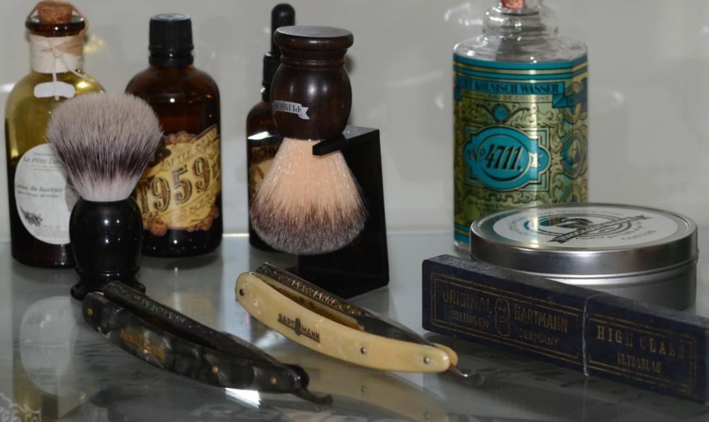 Photos de votre armoire spéciale rasage (ou de la partie réservée au rasage) - Page 29 Dsc_3410