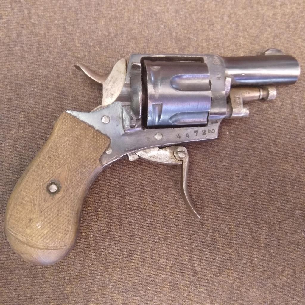Identification revolver ancien ramené d'Allemagne en cours d'année 1945... Img_2011