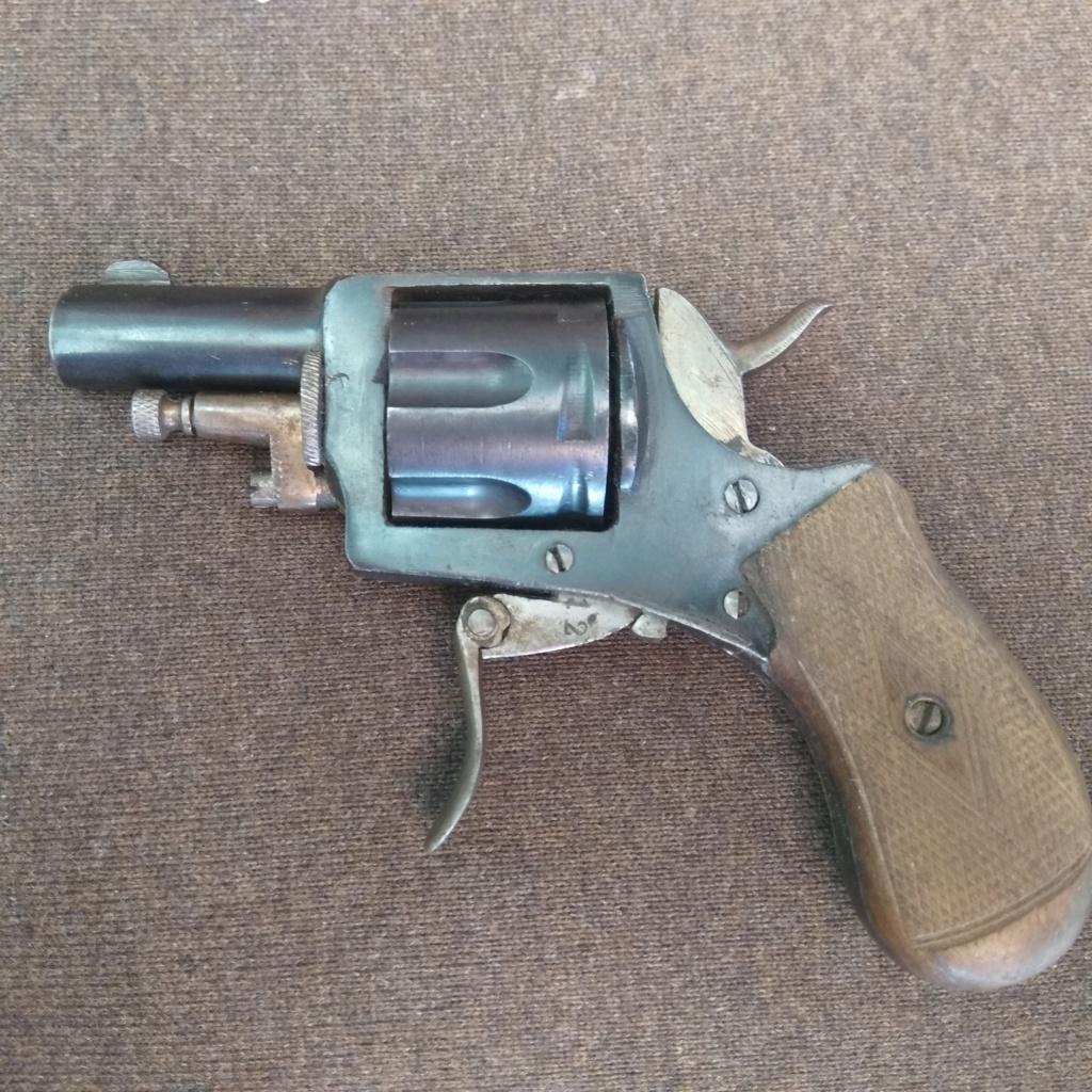 Identification revolver ancien ramené d'Allemagne en cours d'année 1945... Img_2012