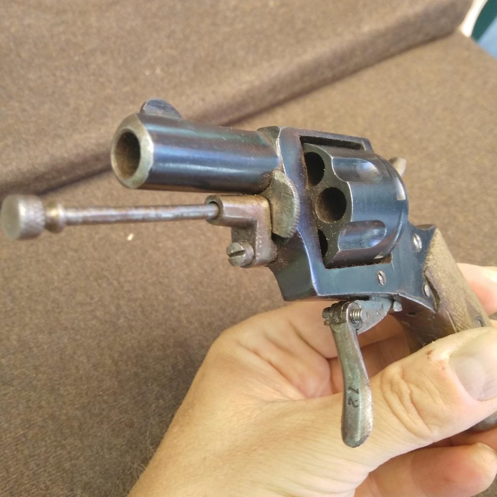 Identification revolver ancien ramené d'Allemagne en cours d'année 1945... Img_2013