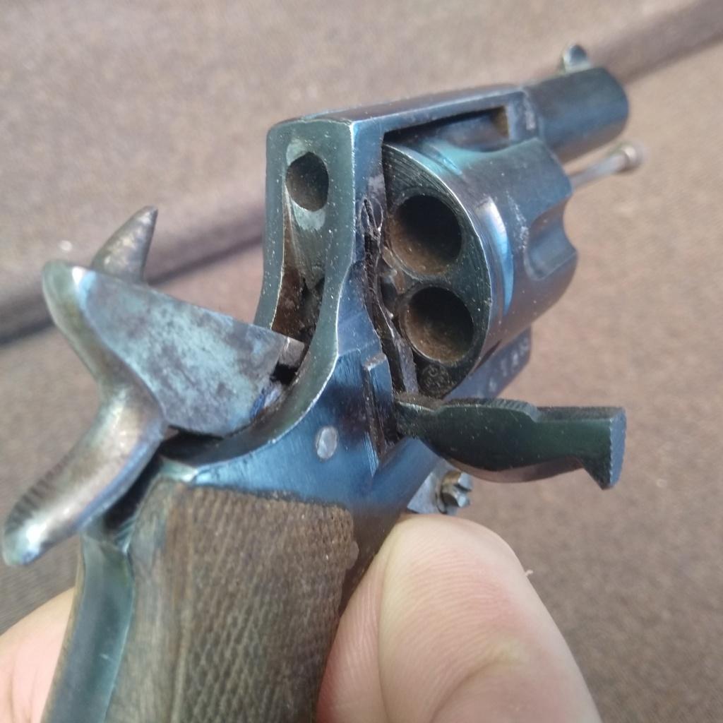 Identification revolver ancien ramené d'Allemagne en cours d'année 1945... Img_2014