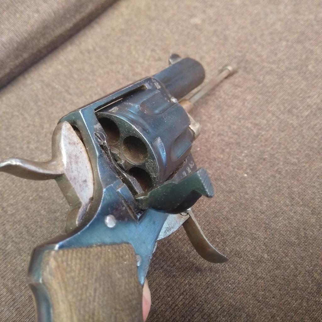 Identification revolver ancien ramené d'Allemagne en cours d'année 1945... Img_2015