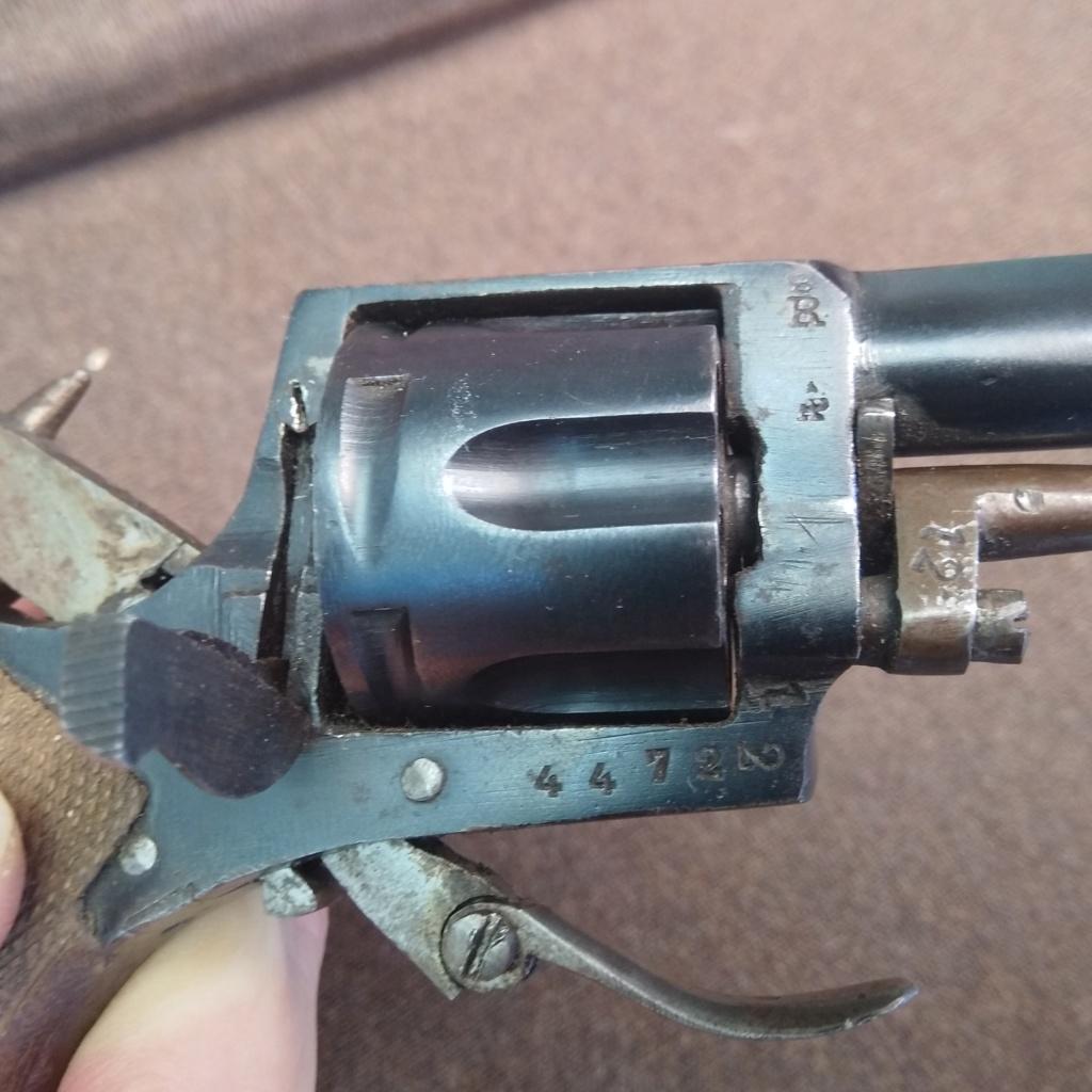 Identification revolver ancien ramené d'Allemagne en cours d'année 1945... Img_2016